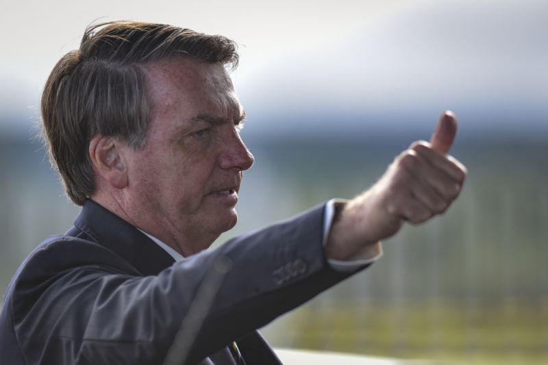 Bolsonaro posta vídeo falso para criticar governadores e reforçar volta às ruas durante crise do coronavírus
