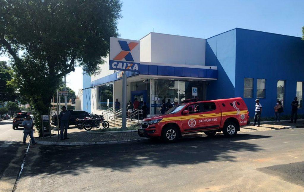 Prefeitura de Sumaré reforça orientações em frente às agências bancárias para prevenir Covid-19