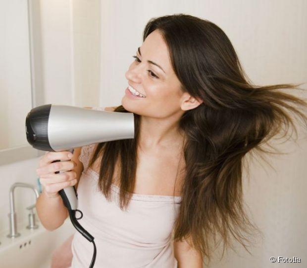 Secador ou secar ao vento: o que é melhor para o cabelo?