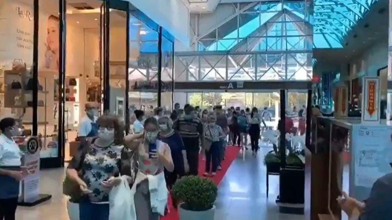 Shopping abre em Blumenau e público se aglomera para entrar