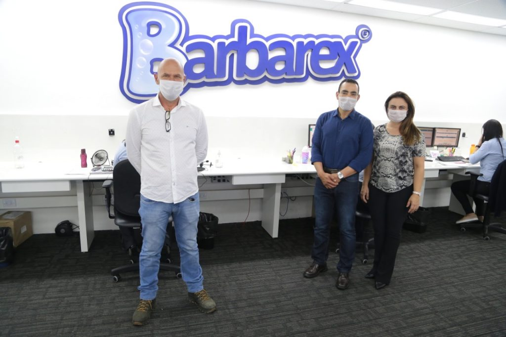 Barbarex doa 600 kits com material de limpeza ao Fundo Social de Nova Odessa