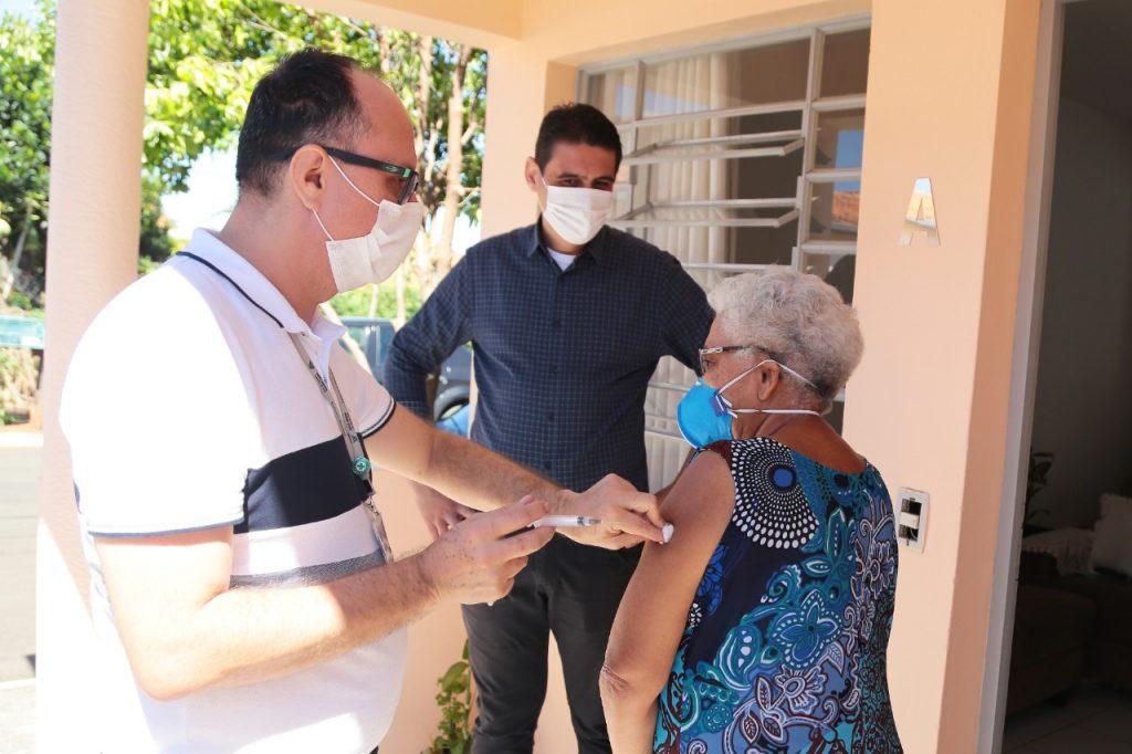 Nova Odessa supera meta de campanha e imuniza 100% dos idosos contra gripe