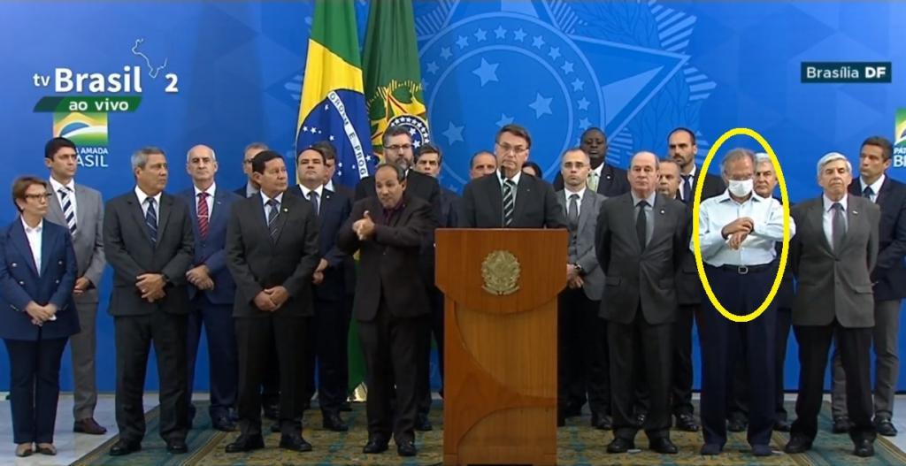 Paulo Guedes é o único a usar máscara em pronunciamento de Bolsonaro