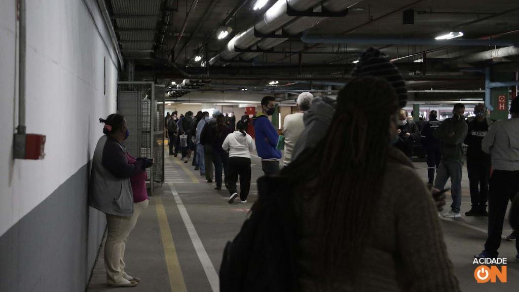 Reabertura do Poupatempo de Campinas tem fila e aglomeração