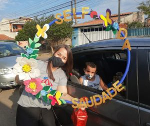 Para comemorar o dia das crianças escola de Sumaré faz Drive Thru para alunos