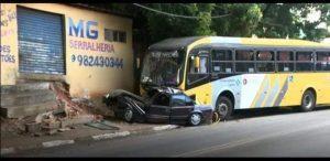 Carro é arrastado por ônibus na Avenida Emílio Bosco em Sumaré