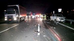 Acidente com carreta, caminhão e 8 carros deixa 2 feridos na Rodovia Anhanguera, em Sumaré