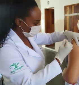Alunos de Enfermagem e Fisioterapia da Anhanguera reforçam time de vacinação a idosos contra Covid-19 em Sumaré